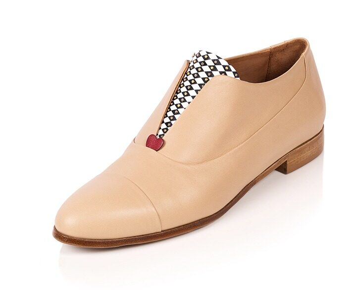 Mastra Ma' - Rosalba oxford shoe in beige with red heart, diamond pattern and studs