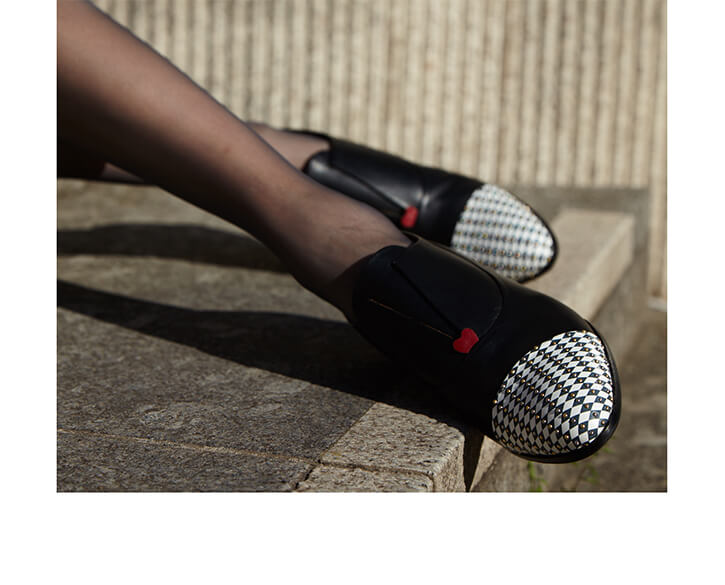 Black Oxford shoe for women with chequered pattern and red heart detail