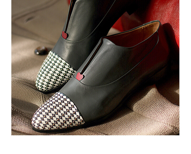 Grey Oxford shoe for women with chequered pattern and red heart