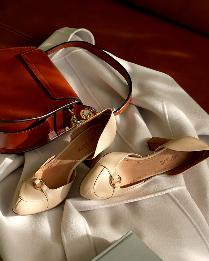 Elena nude high heels with studs, platform, anti-slip sole, memory foam padding and cuoio leather heels. Styled with tan bag and white coat